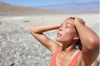 Hướng dẫn cách tránh bị sốc nhiệt khi trời nắng nóng