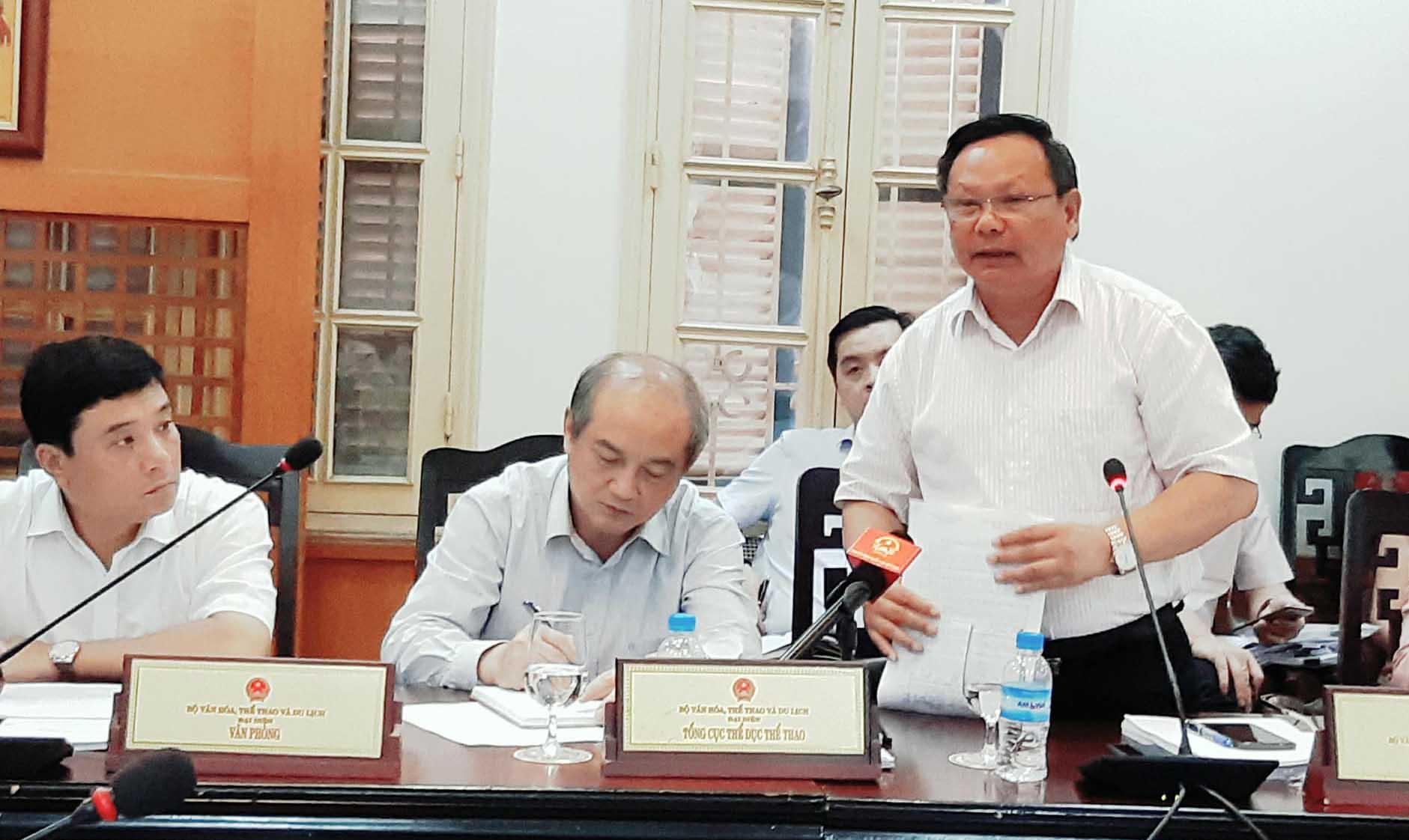 Khách Trung Quốc mặc áo đường lưỡi bò nhập cảnh: 'Sự cố nhỏ'