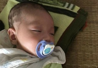 Bé trai 2 tháng tuổi bị mẹ bỏ rơi trên xe khách kèm lá thư nhờ nuôi hộ