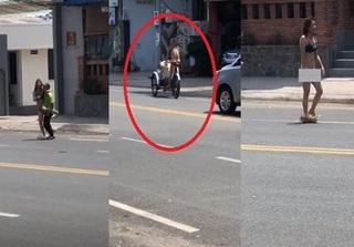 Xôn xao clip cô gái khỏa thân thản nhiên đi lại, đạp xích lô trên đường