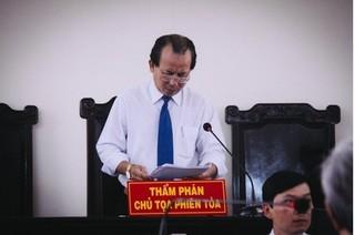 Thẩm phán xử vụ Nguyễn Khắc Thủy dâm ô liên tục bị chửi bới, lăng mạ