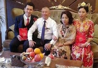 Nhờ bố là đại gia, cô gái xấu xí cưới được chồng đẹp như tài tử Hàn Quốc