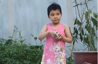 Tìm kiếm người thân cho bé gái 5 tuổi nghi bị bỏ rơi