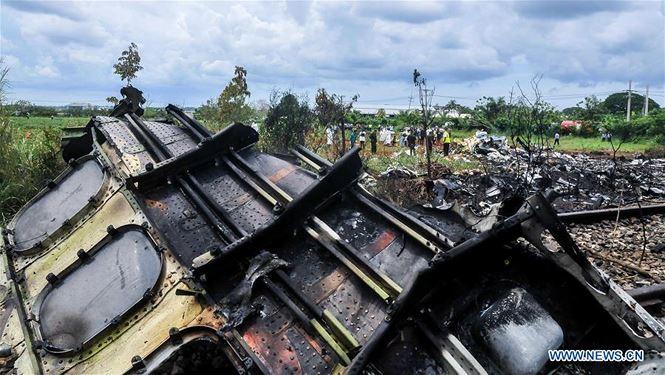 Cuba: Máy bay 'cố tránh nhà và trường học trước khi đâm xuống đất' - ảnh 1