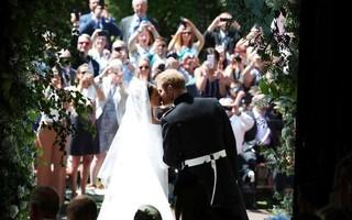 Hàng triệu phụ nữ trên thế giới thổn thức nhìn Hoàng tử Harry và hôn thê Megan Markle nên duyên vợ chồng