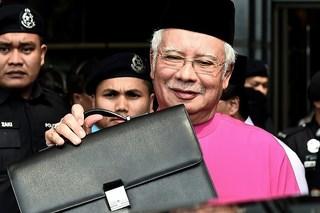 Bị phát hiện 72 vali tiền trong nhà, cựu Thủ tướng Malaysia nói 'không lấy của dân'