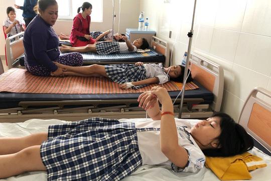 Quảng Ngãi: Hàng chục học sinh lớp 3 ngộ độc sau khi uống trà sữa