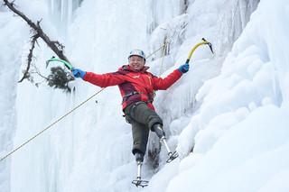 Sau 4 lần thất bại, cụ ông 69 tuổi cụt hai chân chinh phục thành công đỉnh Everest