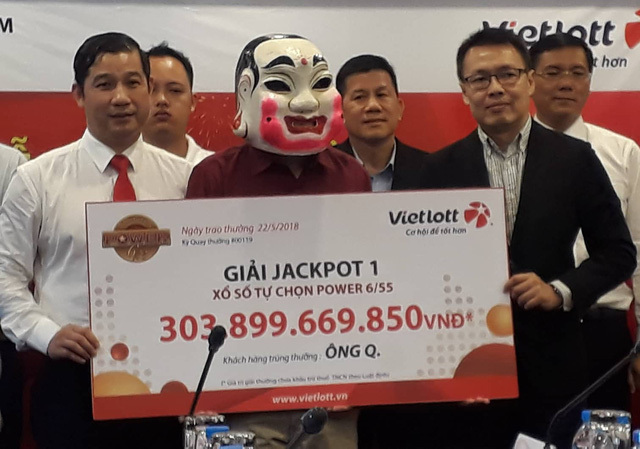Chủ nhân tấm vé số Vietlott 304 tỉ đồng đã nhận giải