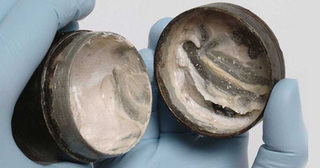 Bất ngờ phát hiện hộp kem dưỡng trắng da có tuổi đời nên tới 2000 năm