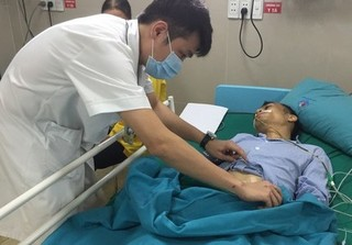 Bệnh nhân bị thủng tạng rỗng vì không chịu điều trị viêm loét dạ dày
