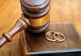 Ký giấy kết hôn chưa ráo mực đã ly dị trong 'một nốt nhạc' vì bố vợ