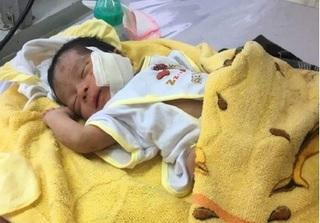 Cứu chữa kịp thời bé sơ sinh 1 ngày tuổi bị chôn dưới đất