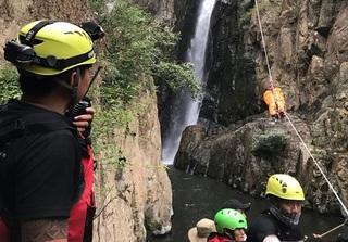Tình nguyện cứu hộ thi thể phượt thủ ở thác sâu Lao Phào