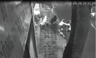 5 người phụ nữ dũng cảm giằng co, chống trả tên trộm xe SH ở Hà Nội