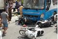 Xe khách húc đuôi container, nhiều người bị hất văng cùng xe máy