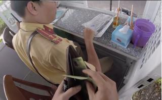 Xuất hiện clip tố CSGT ở TPHCM nhận 'mãi lộ' 200 nghìn đồng