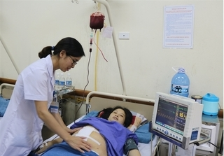 Bị rau tiền đạo trung tâm, rau cài răng lược, sản phụ vỡ tử cung phải nhập viện cấp cứu