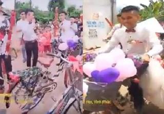 Chẳng phải cầu kỳ, đám cưới ở Vĩnh Phúc cũng 'nổi đình nổi đám' với màn rước dâu bằng xe đạp