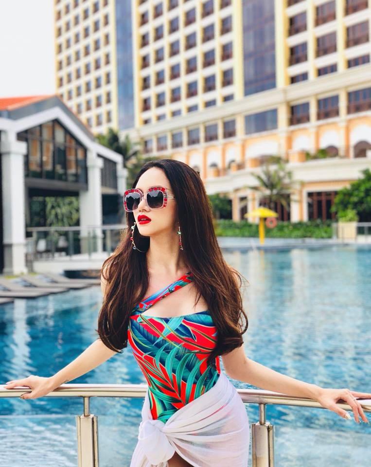 HH Hương Giang mặc bikini khoe đường cong chữ S