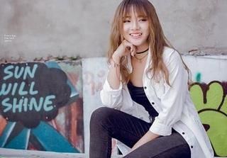 9X 'cưa sừng làm nghé' vào vai cô nàng lớp trưởng trong MV gây sốt của Thùy Chi