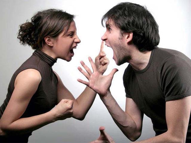 Cãi nhau vì tính lười của vợ, tôi bị cả gia đình cô ấy tống cổ