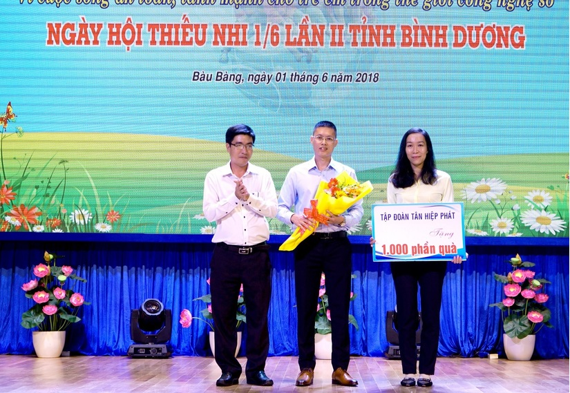 Tân Hiệp Phát tặng hàng nghìn phần quà cho trẻ em2