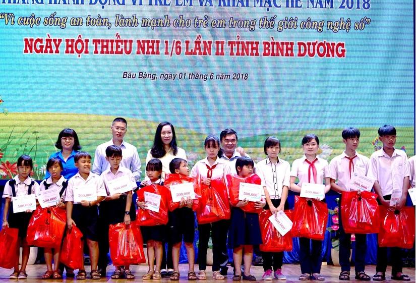 Tân Hiệp Phát tặng hàng nghìn phần quà cho trẻ em5
