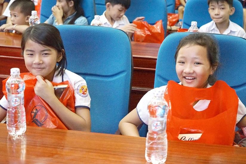 Tân Hiệp Phát tặng hàng nghìn phần quà cho trẻ em8