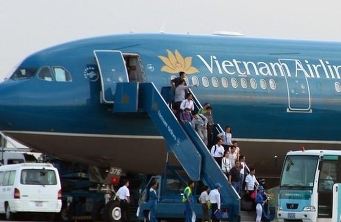 Phi công tố cáo Vietnam Airlines khai khống bảng lương