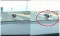 'Quái xế' nằm trên xe máy, phóng như bay trên cầu Nhật Tân