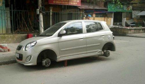 Kia Morning bị trộm tháo cả 4 bánh5