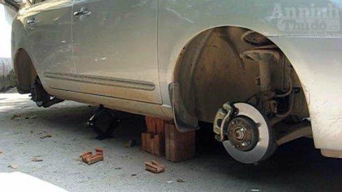 Kia Morning bị trộm tháo cả 4 bánh6
