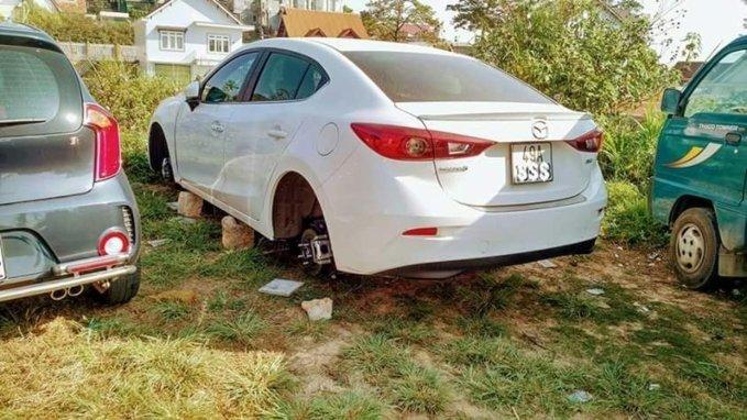 Kia Morning bị trộm tháo cả 4 bánh10