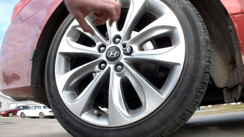 Kia Morning bị trộm tháo cả 4 bánh15