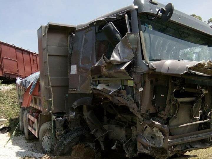 Nghệ An: Tài xế xe tải bị thương nặng khi va chạm với tàu chở hàng