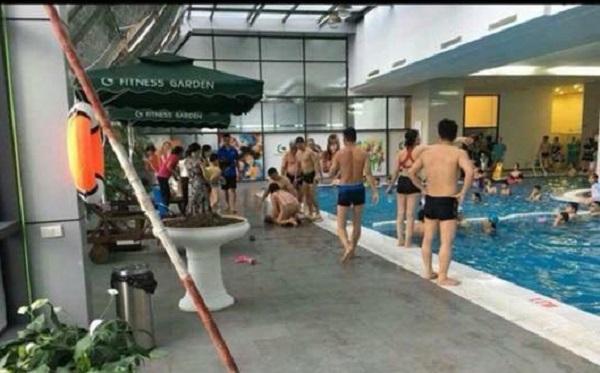 Đi học bơi trong chung cư, một cháu nhỏ bị đuối nước thương tâm
