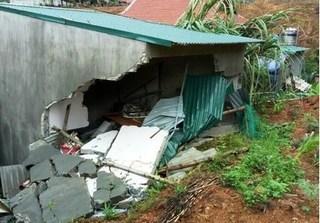 Thanh Hóa: Tường nhà đổ sập trong đêm khiến bé 3 tuổi tử vong, bố mẹ trọng thương