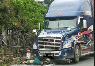 Clip: Sang đường bất cẩn, người đàn ông ở Lạng Sơn bị container cán tử vong
