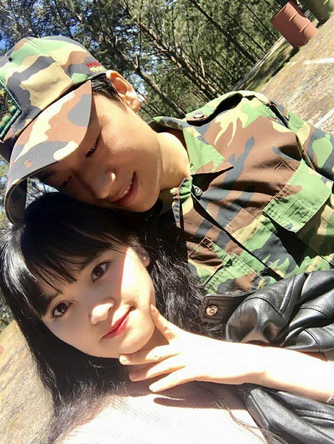 9X nhận nuôi bé gái ở Lào Cai khoe ảnh chồng đi học tiền sản2