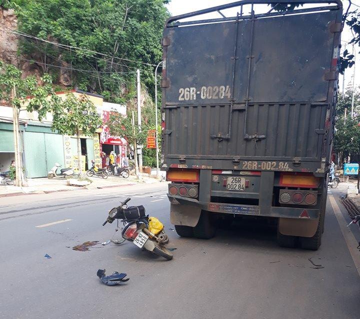 Sơn La: Tông vào đuôi xe tải, người đàn ông tử vong thương tâm