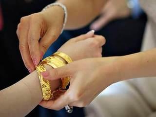 Sự thực đầy tủi hờn về số vàng mẹ chồng tặng con dâu ngày cưới ai nhìn cũng xuýt xoa