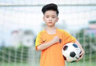 Mẫu nhí Hữu Nhật 'cool ngầu' khi ủng hộ World Cup 2018