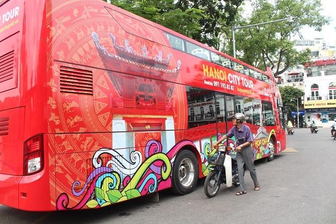 Hình ảnh xe buýt 2 tầng đìu hiu khách sau một tuần hoạt động