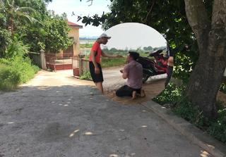 Nam thanh niên vượt hơn 40km rủ bà bầu đi nhà nghỉ bị đánh từ đường lớn vào tận làng