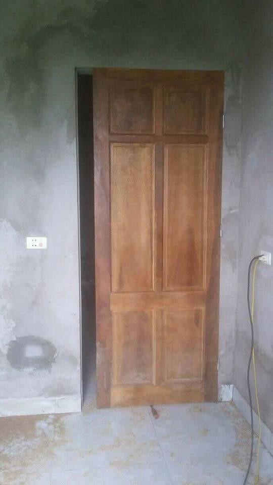 Chiếc cửa hở khe lắp cửa buồng tân hôn vợ chồng trẻ 2