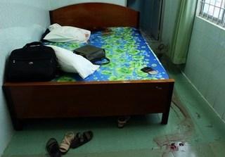 Thanh niên bị thương khi ở chung phòng với bạn gái cũ