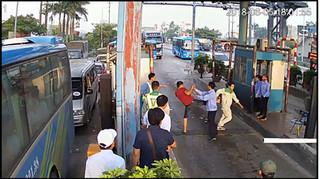 Công an vào cuộc vụ tài xế dùng dao chặt barie, hành hung nhân viên trạm thu phí ở BOT Tân Đệ