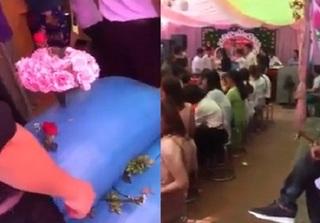 Nhóm bạn 'lầy lội' tặng cô dâu chú rể hẳn 2 bao thóc trong ngày cưới