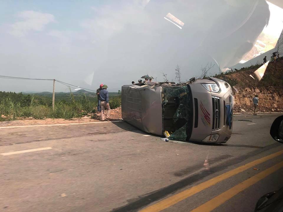 Xe khách va chạm với xe đầu kéo 10 người thương vong